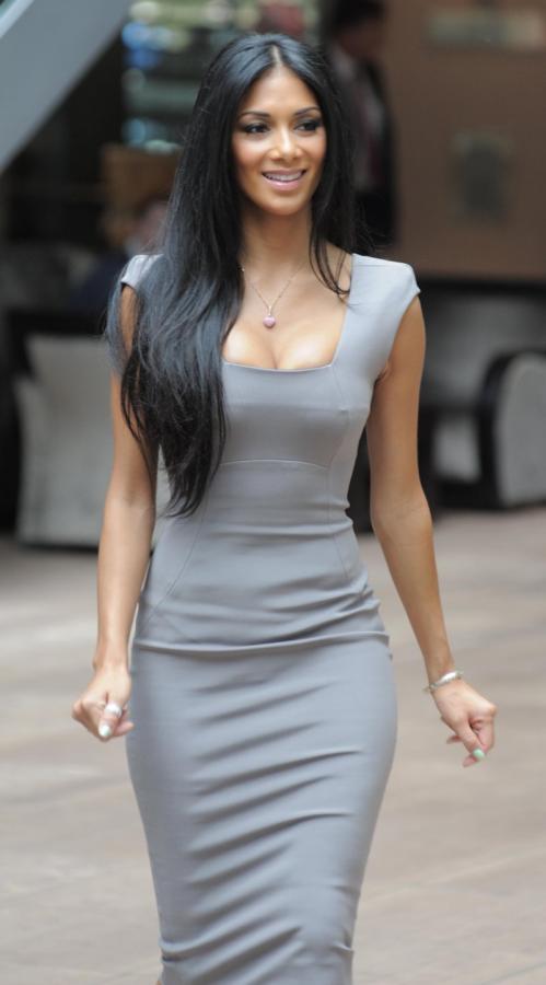 Фото обтягивающие платья с чем носить