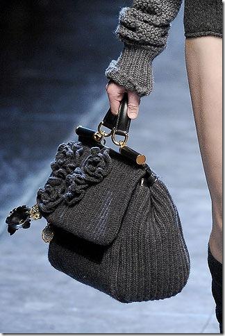 f3a68d822825 Во многих новых модных коллекциях вязаные сумки заняли не последнее место.  Это касается и прошлых осенне-зимних, и новых весенне-летних коллекций.