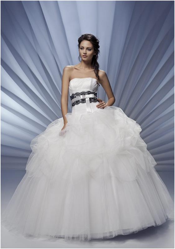 Свадебные платья с цветами объемным