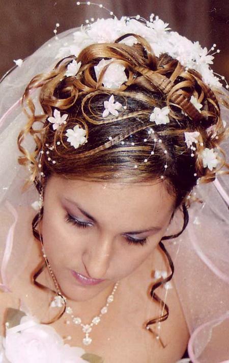 Свадебная прическа и время года