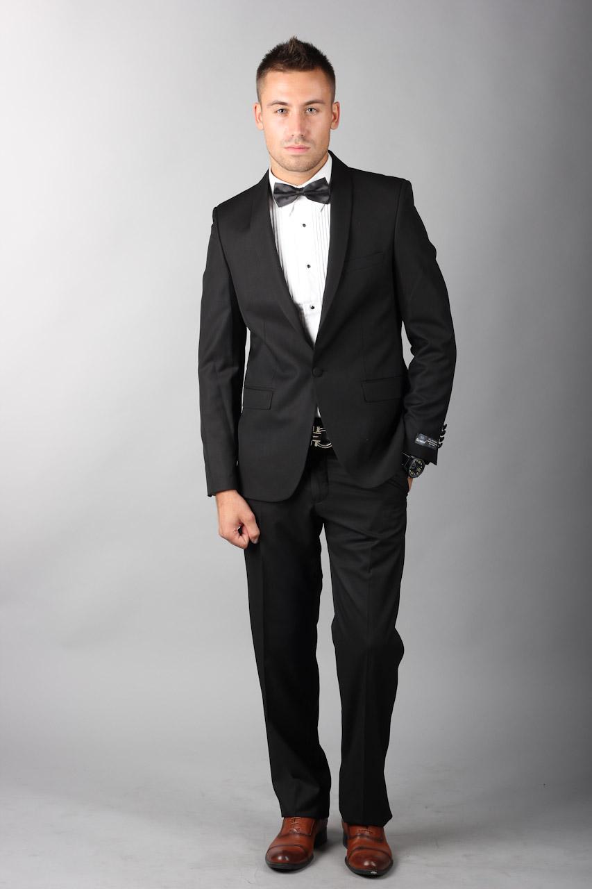 Фото мужчины в полный рост в костюме